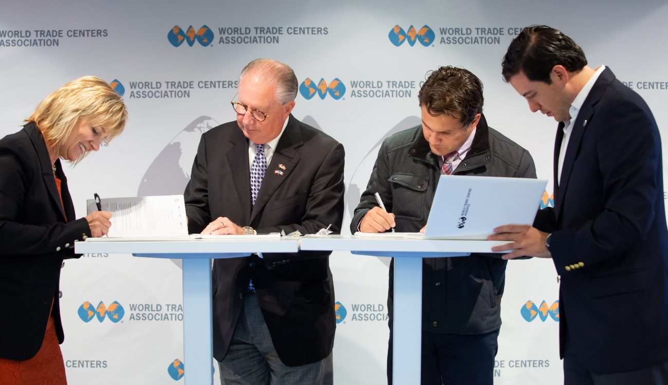 Dan Hendrix (center left) signs the strategic MOU with representatives from World Trade Center Cancun, Queretaro and Winnipeg at the Member Seminar in New York City on October 15, 2018.