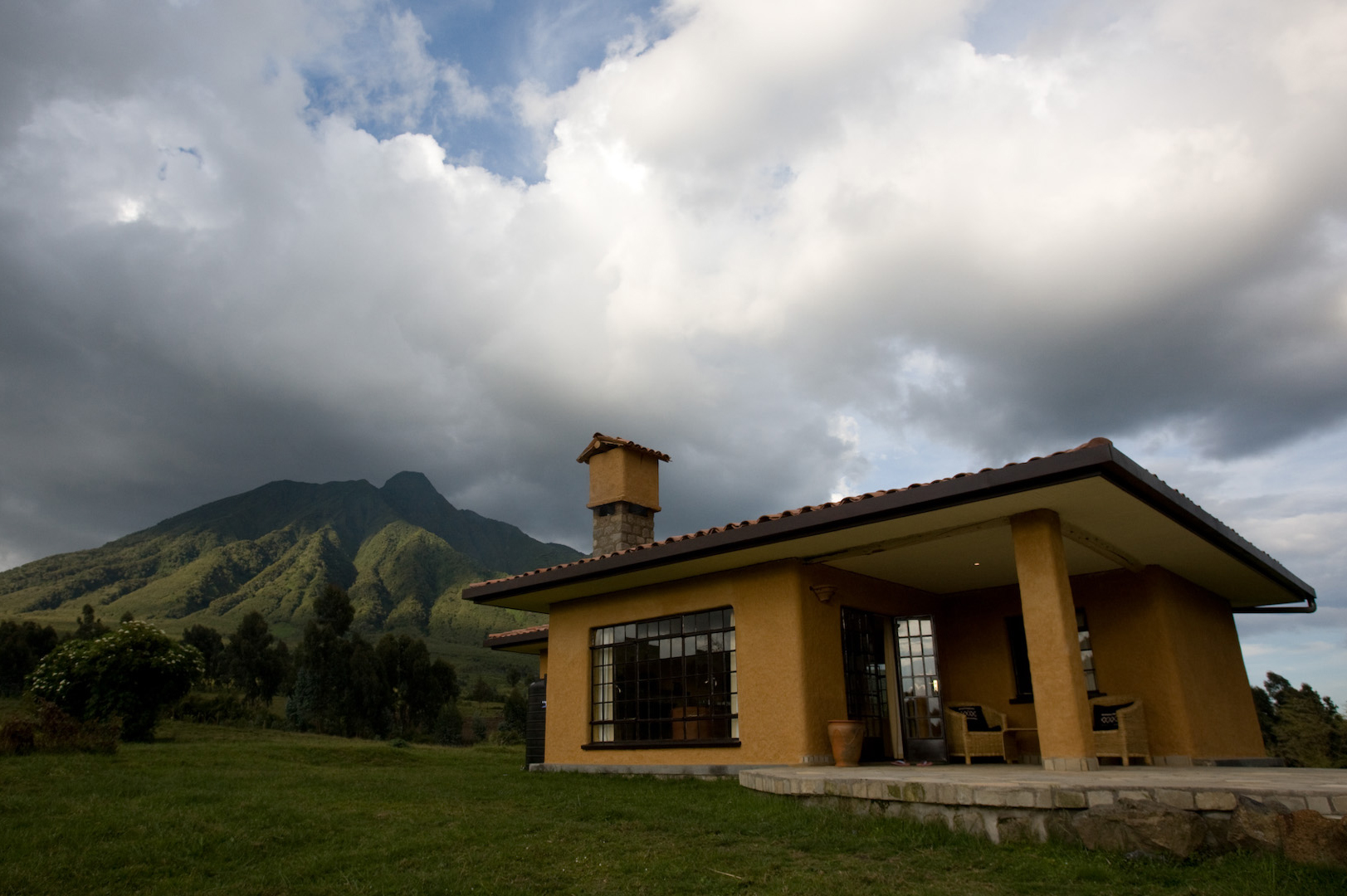 rwanda-sabyinyo-silverback-lodge-room-exterior